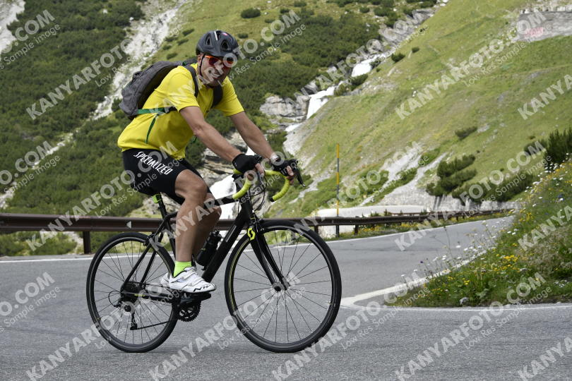 Photo #725319 | 20-07-2019 12:52 | Passo Dello Stelvio - Waterfall BICYCLE riders
