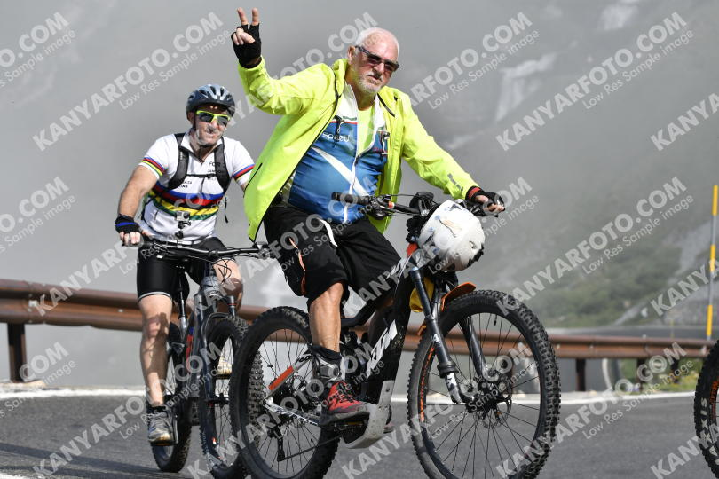 Photo #734420 | 21-07-2019 09:32 | Passo Dello Stelvio - Waterfall BICYCLE riders
