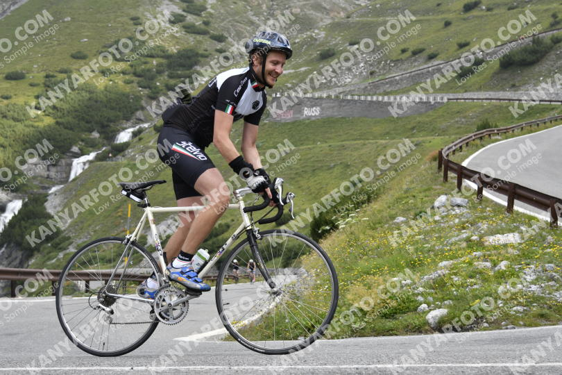 Photo #791240 | 11-08-2019 09:09 | Passo Dello Stelvio - Waterfall BICYCLE riders
