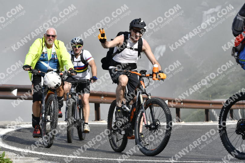 Photo #734419 | 21-07-2019 09:32 | Passo Dello Stelvio - Waterfall BICYCLE riders
