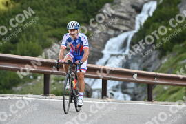 Photo #1052442 | 25-07-2020 09:00 | Passo Dello Stelvio - Waterfall BICYCLE riders
