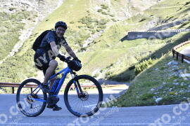 Photo #1490418 | 06-07-2021 09:17 | Passo Dello Stelvio - Waterfall BICYCLE riders