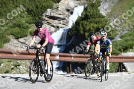 Photo #1492845 | 06-07-2021 09:22 | Passo Dello Stelvio - Waterfall BICYCLE riders