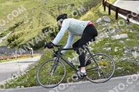 Photo #1482548   05-07-2021 09:19   Passo Dello Stelvio - Waterfall BICYCLE riders